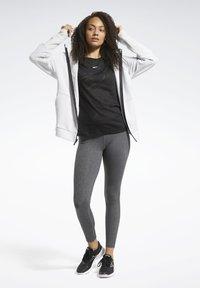 Reebok - BURNOUT TEE - Camiseta estampada - Black - 1