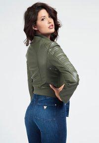 Guess - RIPP-KRAGEN - Faux leather jacket - dunkelgrün - 2