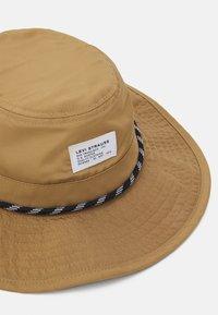 Levi's® - RIVER HAT UNISEX - Chapeau - regular khaki - 2