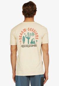 Quiksilver - DREAM SESSIONS  - Print T-shirt - antique white - 0