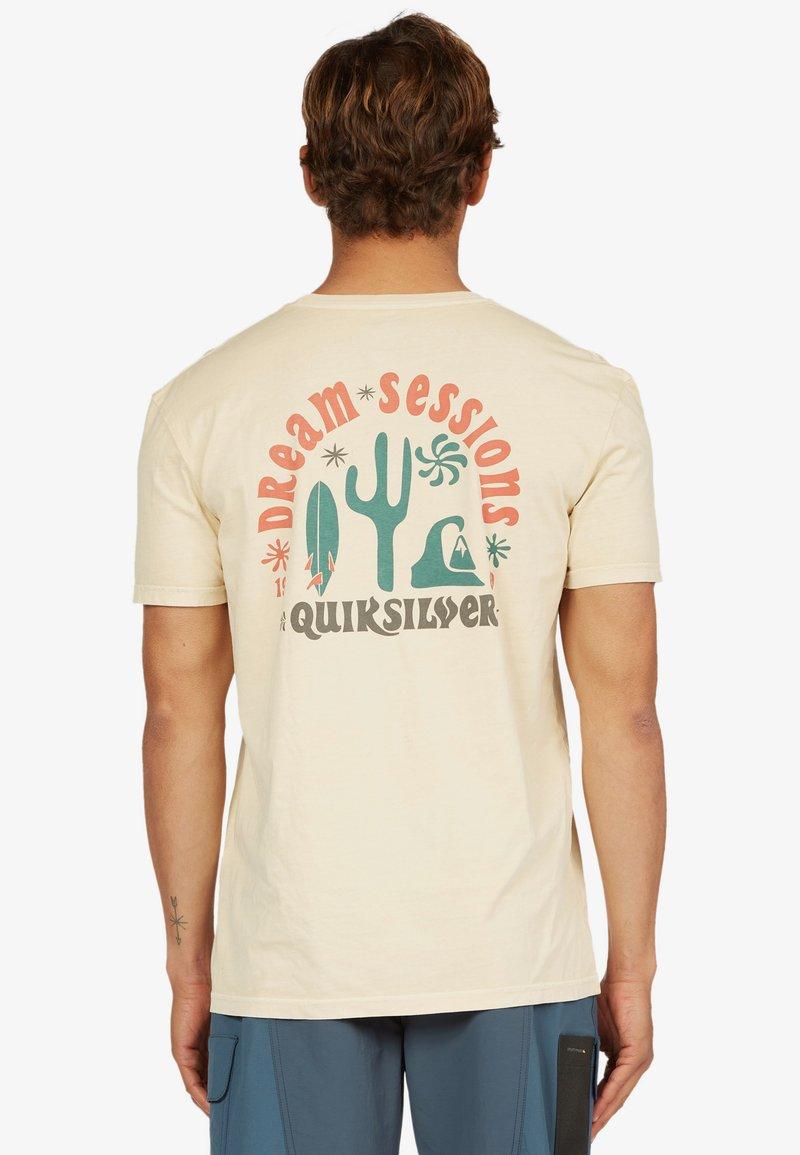 Quiksilver - DREAM SESSIONS  - Print T-shirt - antique white
