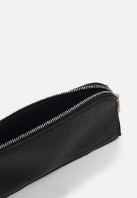Calvin Klein Jeans - ZIP AROUND WRISTLET - Wallet - black - 2