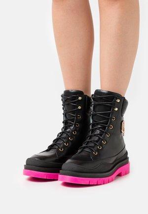 HICKING BOOT - Snørestøvletter - black/pink