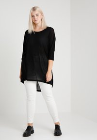 Vero Moda Curve - VMHONIE LOOSE LONG 3/4 TOP REP CURV - T-shirt à manches longues - black - 1