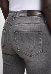 KARL LAGERFELD - CHAIN - Jeans Skinny Fit - grey denim - 5