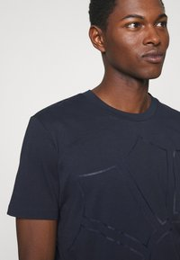 JOOP! - CHANNING - Print T-shirt - dark blue - 4
