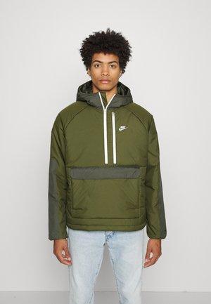 LEGACY ANORAK - Light jacket - rough green/sequoia