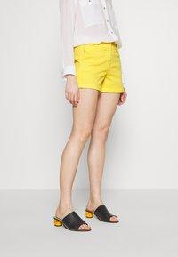 J.CREW - Shorts - vivid lemon - 0