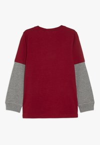 Carter's - KIDS FLIP SEQUIN TEE - Langærmede T-shirts - red - 1