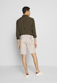 Baldessarini - JOERG - Shorts - beige - 2