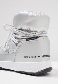 Moon Boot - GIRL LOW WP - Šněrovací kotníkové boty - silver metallic - 2