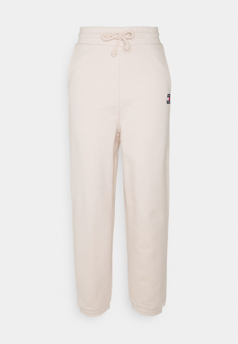 Tommy Jeans - RELAXED BADGE PANT - Tracksuit bottoms - smooth stone
