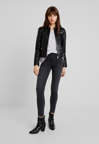 Vero Moda - VMSHEENA SHORT JACKET - Giacca in similpelle - black - 1
