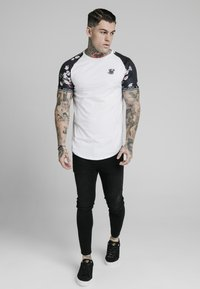 SIKSILK - Print T-shirt - white - 3