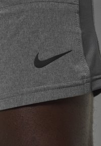 Nike Performance - SHORT YOGA - Pantalón corto de deporte - iron grey/grey fog/black