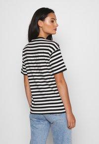 Carhartt WIP - PARKER - Print T-shirt -  black/wax - 2