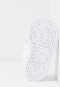 adidas Originals - STAN SMITH CF - Zapatillas - footwear white/core black