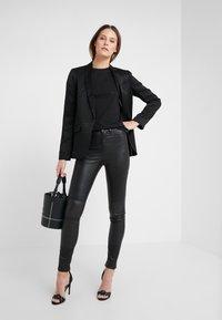 KARL LAGERFELD - KARL X OLIVIA PROFILE TEE - Print T-shirt - black - 1