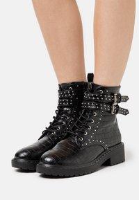 Dorothy Perkins - MAJESTIC STUD LACE UP BOOT - Kovbojské/motorkářské boty - black - 0