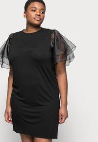 Missguided Plus - PLUS FRILL SLEEVE DRESS - Robe d'été - black - 3