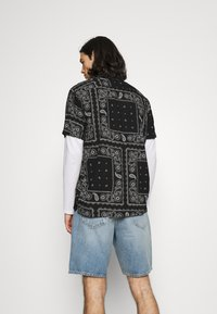 Hollister Co. - BANDANA - Shirt - black - 2