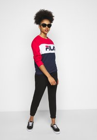 Fila Petite - LEAH CREW - Sweatshirts - black iris/true red/bright white - 1