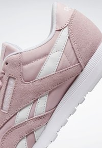 Reebok Classic - CLASSIC NYLON SHOES - Trainers - pink - 8