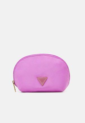 EIMI DOME HOLDALL - Wash bag - lilac
