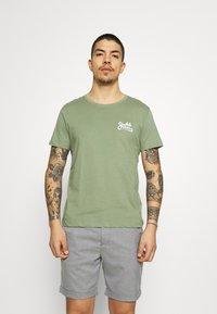 Jack & Jones - JORSIGNATURE TEE CREW NECK 5 PACK - T-shirt med print - white - 3