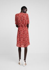 Selected Femme Tall - SLFPOPPY DAMINA DRESS - Shirt dress - chili oil - 2