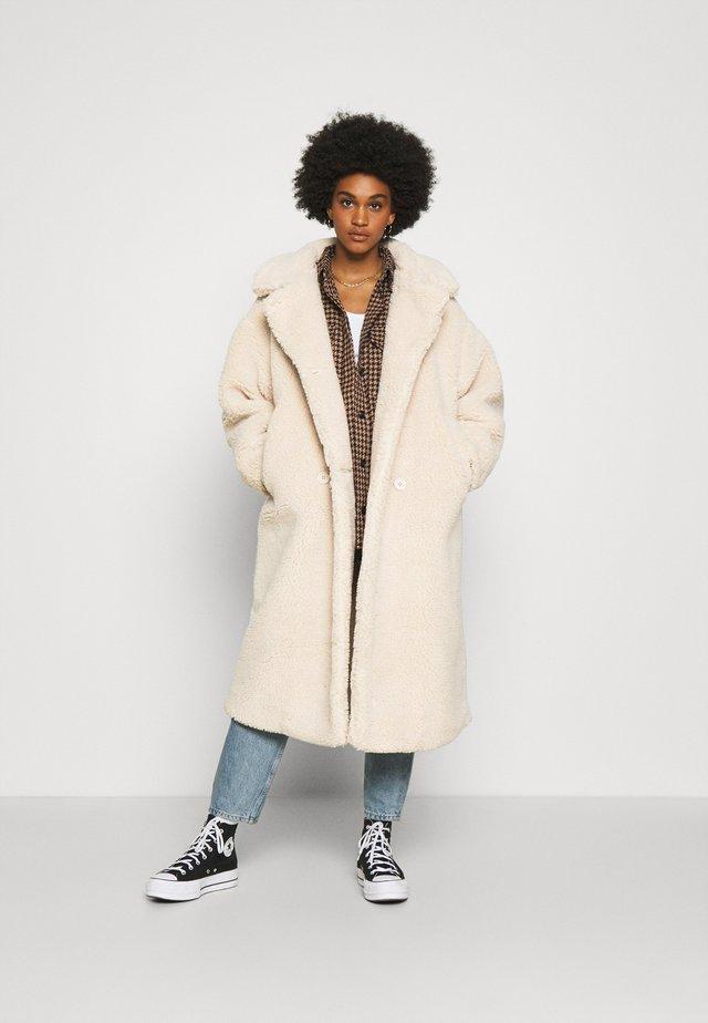 TEDDY COAT - Classic coat - beige