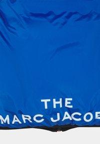 The Marc Jacobs - REVERSIBLE PUFFER JACKET - Zimní bunda - black/blue - 3