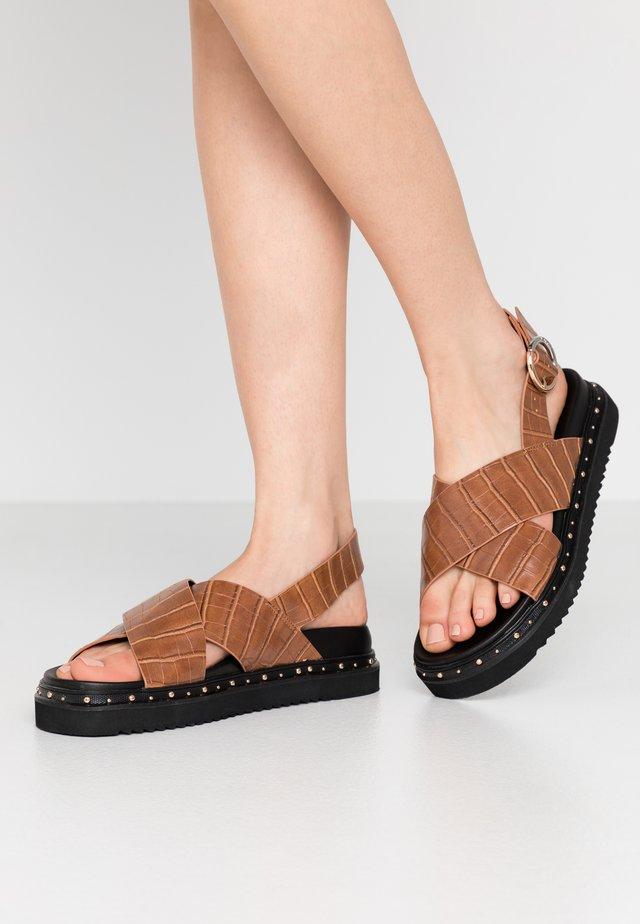 SUPERNOVA - Korkeakorkoiset sandaalit - tan