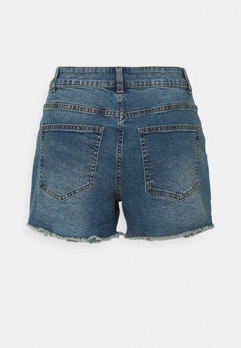 NMKATY SLIM MOM - Shorts di jeans - medium blue denim