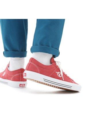 UA Sid - Sneakers - cardinal