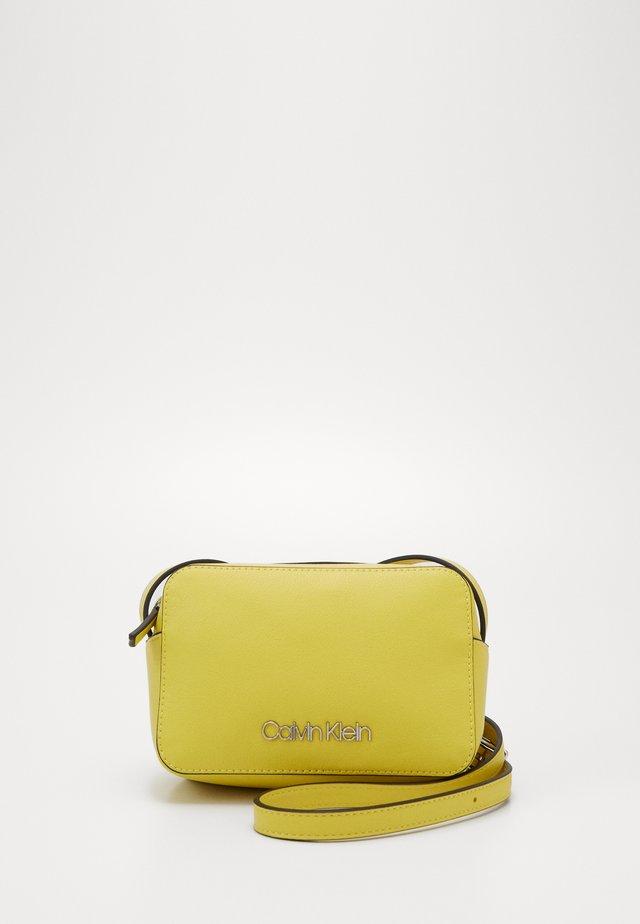 CAMERABAG - Bandolera - yellow
