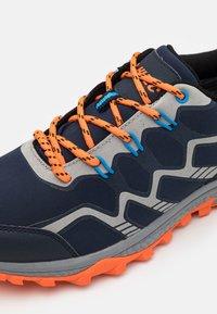 Hi-Tec - STINGER WP - Chaussures de marche - navy/royal/orange/light grey - 5