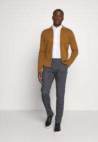 Tommy Hilfiger Tailored - FLEX STRIPE SLIM FIT PANT - Pantalon classique - blue - 1