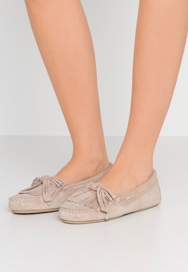 MICROTINA CROSTINA - Mocasines - sand