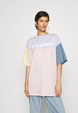 PLAYBOY COLOURBLOCK OVERSZIED - Print T-shirt - multicolor