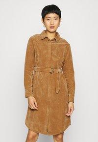 Another-Label - VALIANT DRESS - Kjole - sand - 0