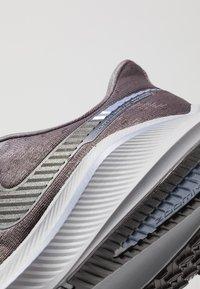 Nike Performance - AIR ZOOM VOMERO 14 - Neutral running shoes - thunder grey/black/stellar indigo/gunsmoke/atmosphere grey/light blue - 5