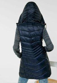 Cecil - Waistcoat - blau - 2