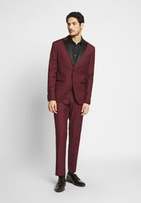 Isaac Dewhirst - TUX - Kostym - bordeaux - 0