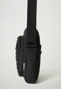 Napapijri - HAPPY CROSS POCKET - Across body bag - black - 4