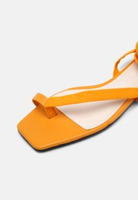 Who What Wear - BROOKE - T-bar sandals - radient yellow - 7