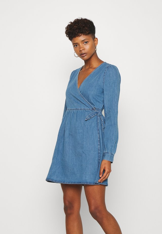 NMISOLDE WRAP DRESS - Farkkumekko - medium blue denim