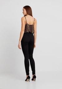 Vero Moda - VMHOT SEVEN SLIM PUSH UP PANTS - Trousers - black - 2