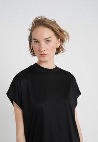 CLOSED - T-shirts basic - black - 4