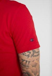 Champion - CREWNECK - Print T-shirt - red - 5